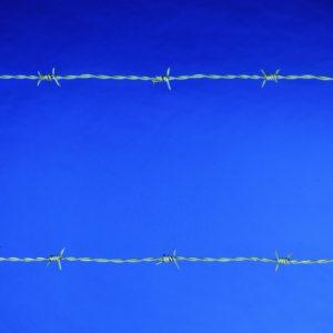 szögesdrót kerítés